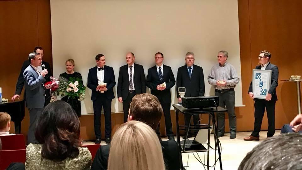 Im Namen der gesamten Belegschaft und aller Partner, wurde auch die Arbeit des Geschäftsführers und Firmengründers Christian Schwalb an diesem Abend gewürdigt.